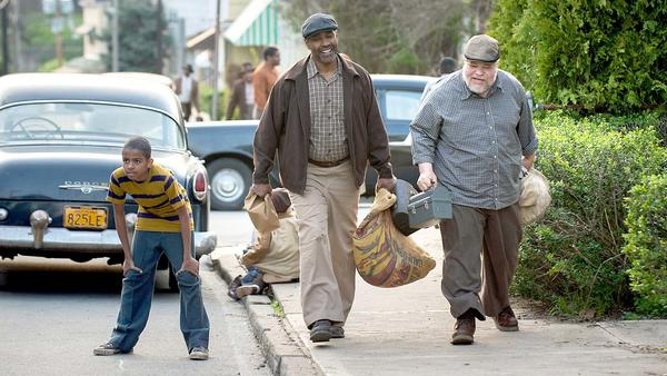 "Denzel Washington, center, and Stephen McKinley Henderson, right, in ""Fences."" (David Lee / Paramount Pictures)"