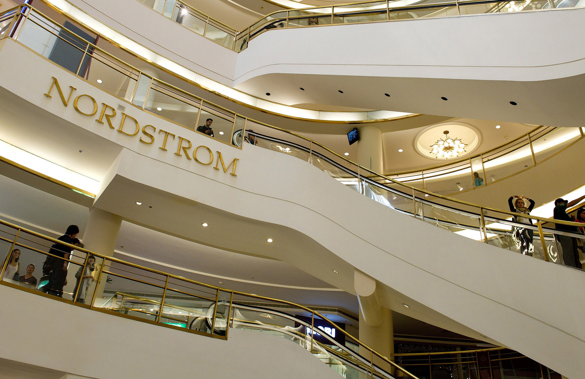 http://www.chicagotribune.com/business/ct-nordstrom-online-giving-20161213-story.html