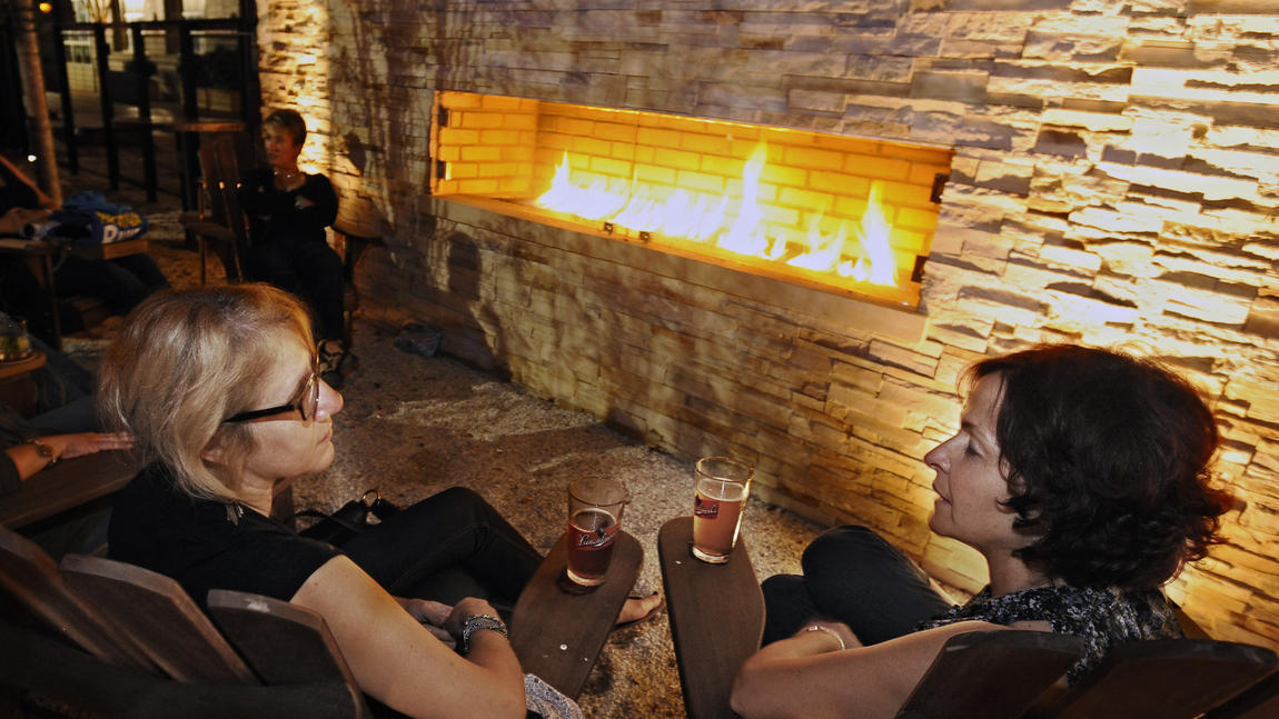 Fireplaces in baltimore area restaurants and bars for Best private dining rooms in baltimore