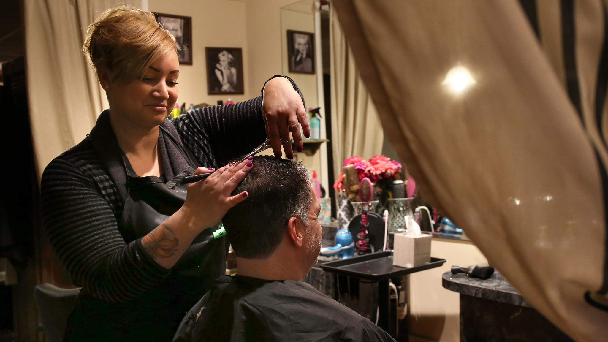 New rule requires Illinois hairstylists to watch for domestic violence - Chicago Tribune