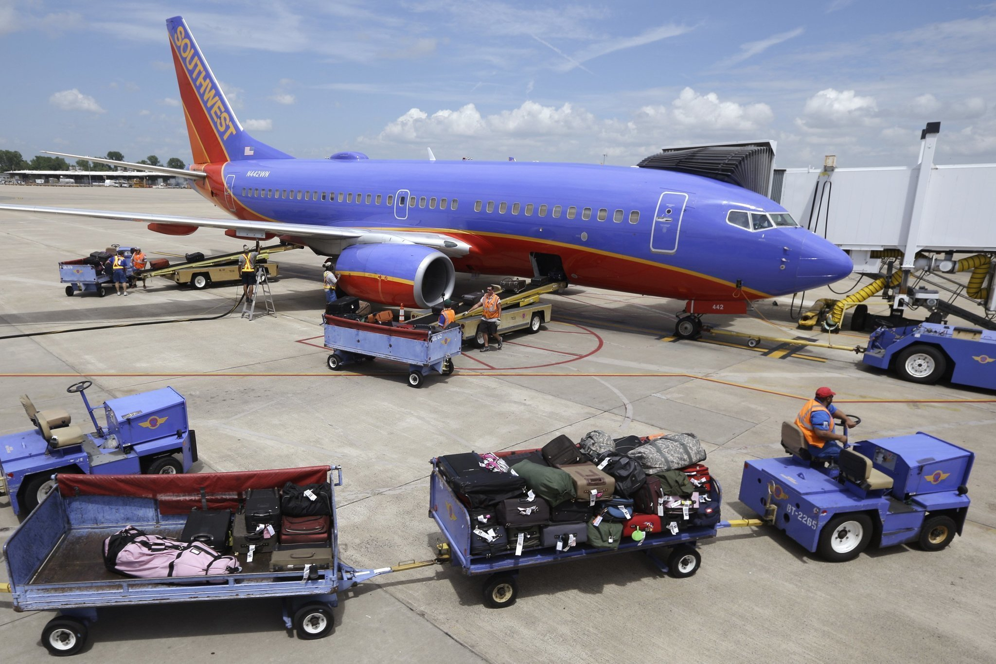 Southwest signs deal to boost onboard wi fi service la times for Southwest airlines free wifi