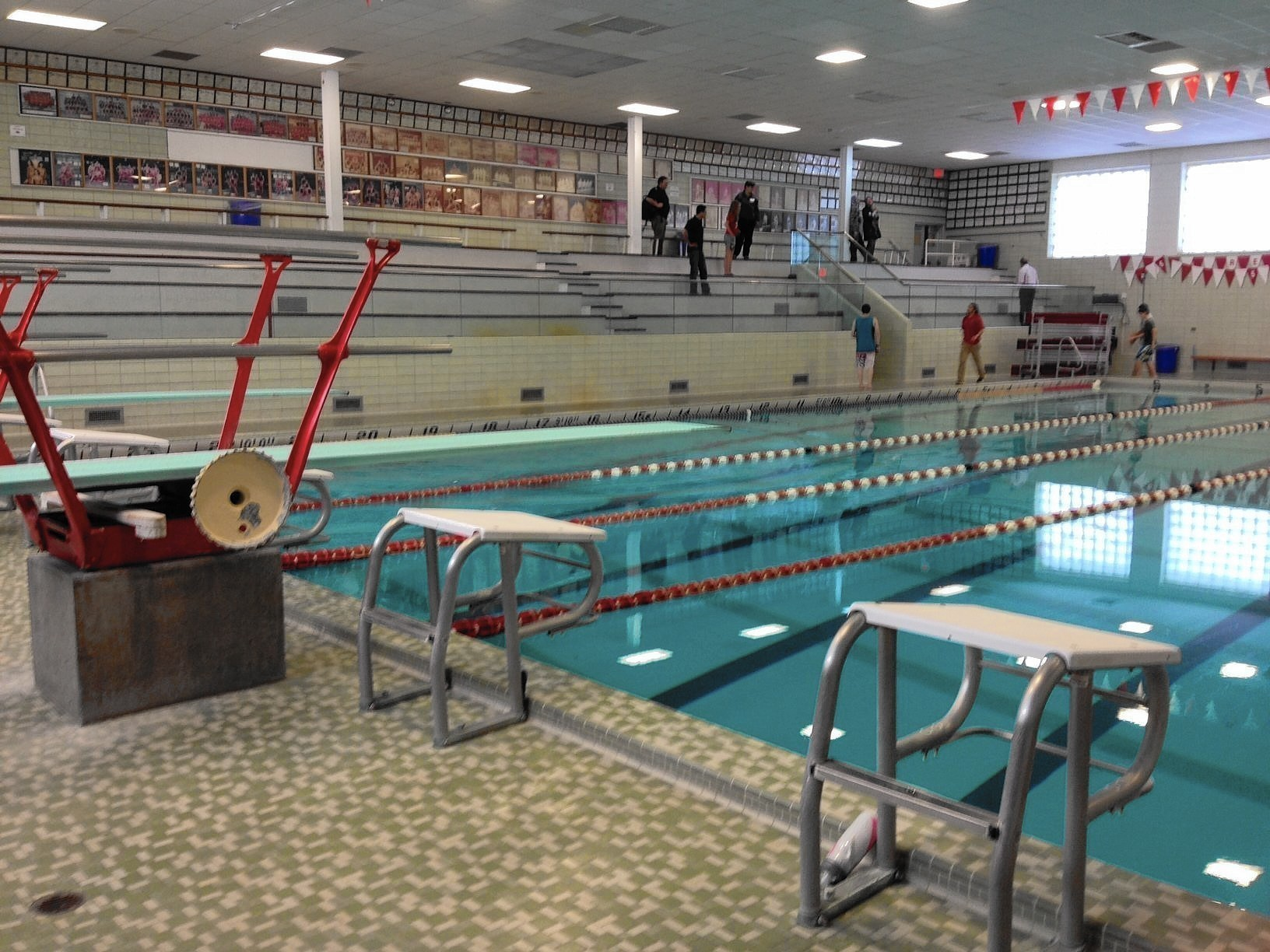 Hinsdale District 86 Stops Diving At Its Two Schools Due