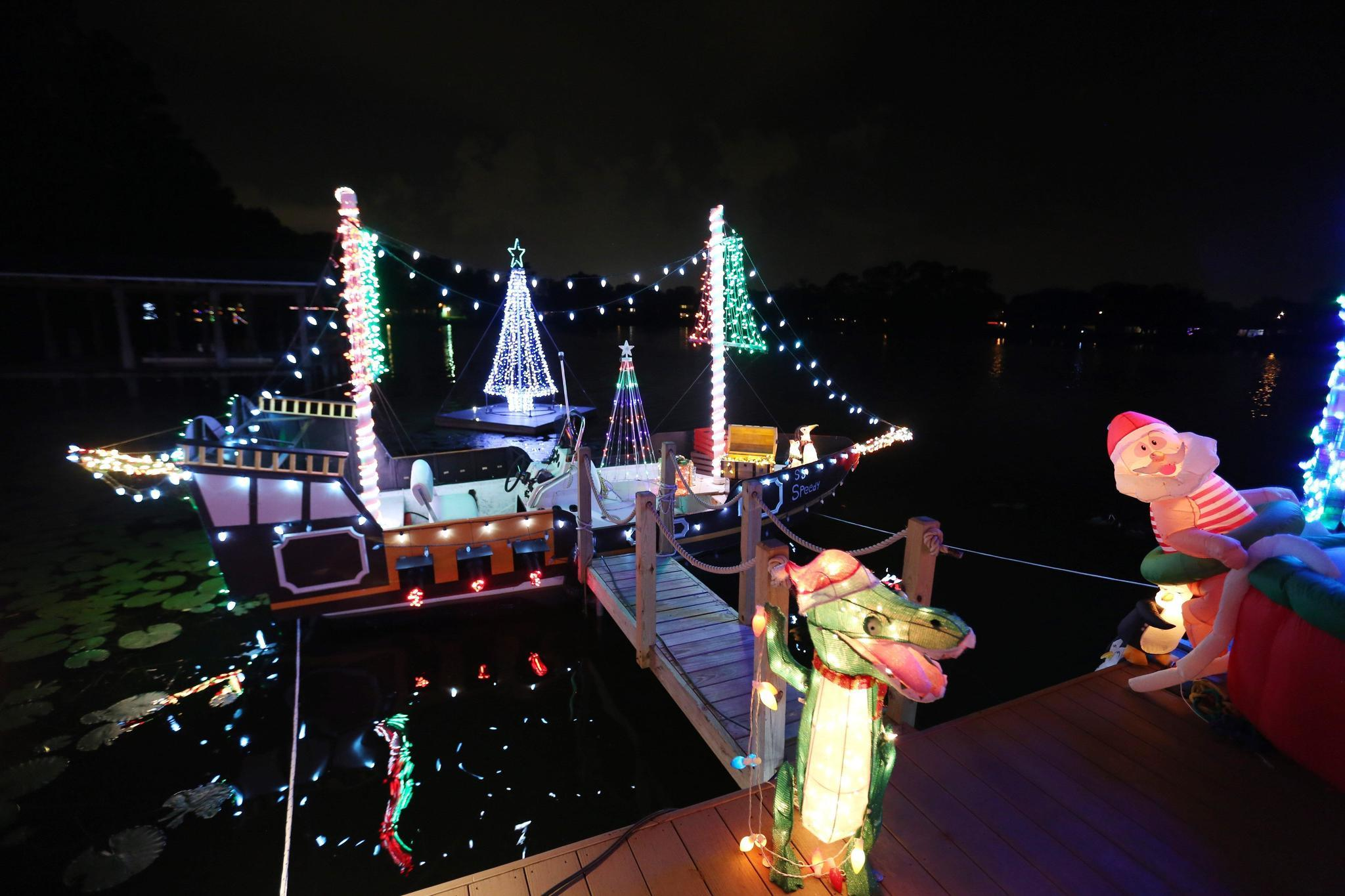 Why do we decorate with christmas lights - Winter Park Home Adorned With 250 000 Christmas Lights Orlando Sentinel