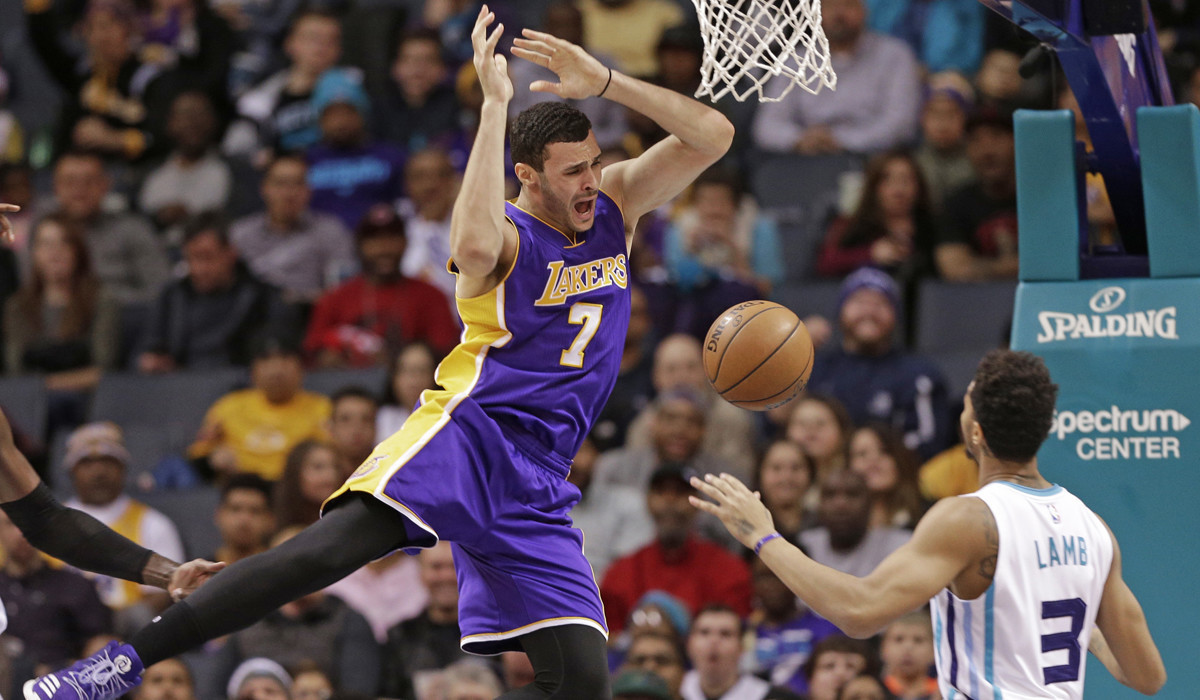 Lakers report Larry Nance Jr injures knee in defeat LA Times