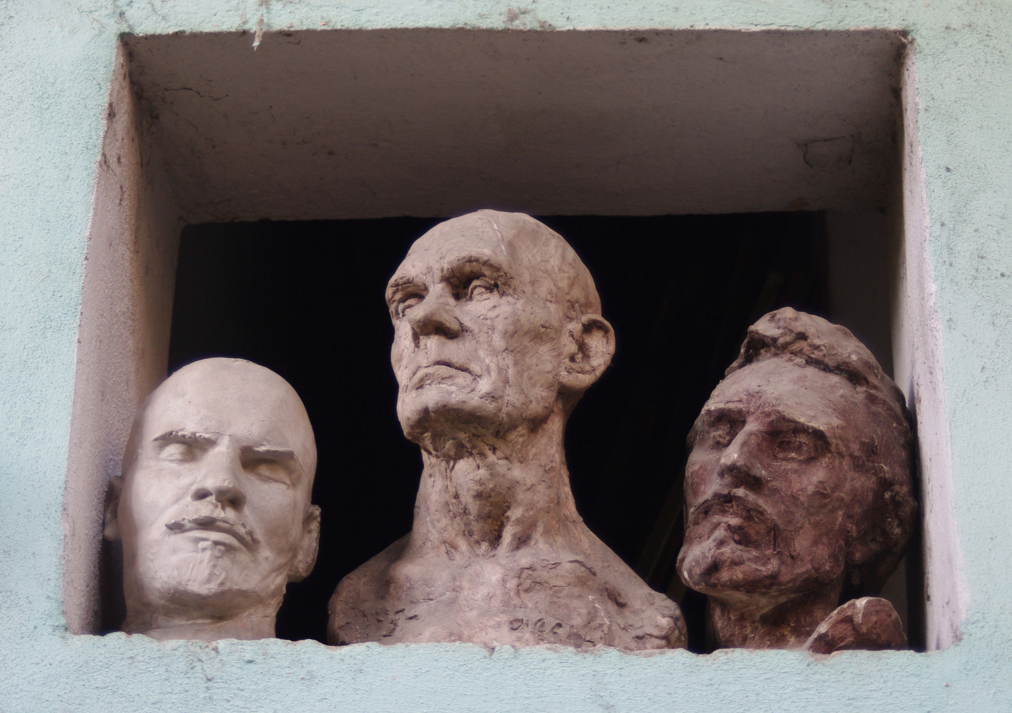 Busts at the workshop of Cuban artist Alberto Lescay.