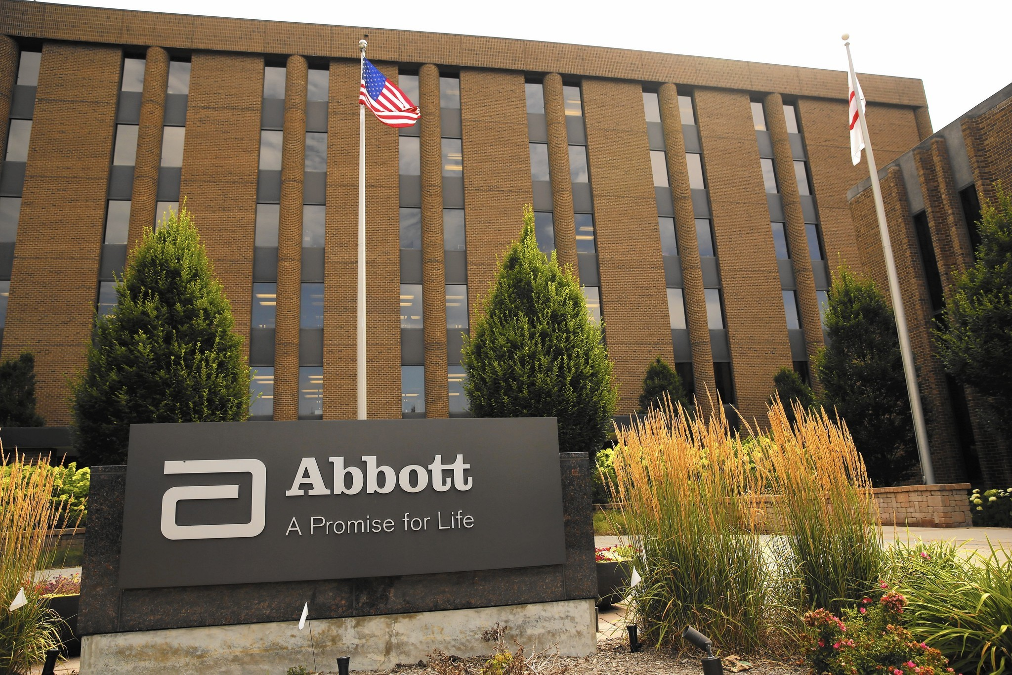 Abbott Finalizes Acquisition Of Jude Boosting Cardiovascular Business Chicago Tribune Jpg 2048x1366