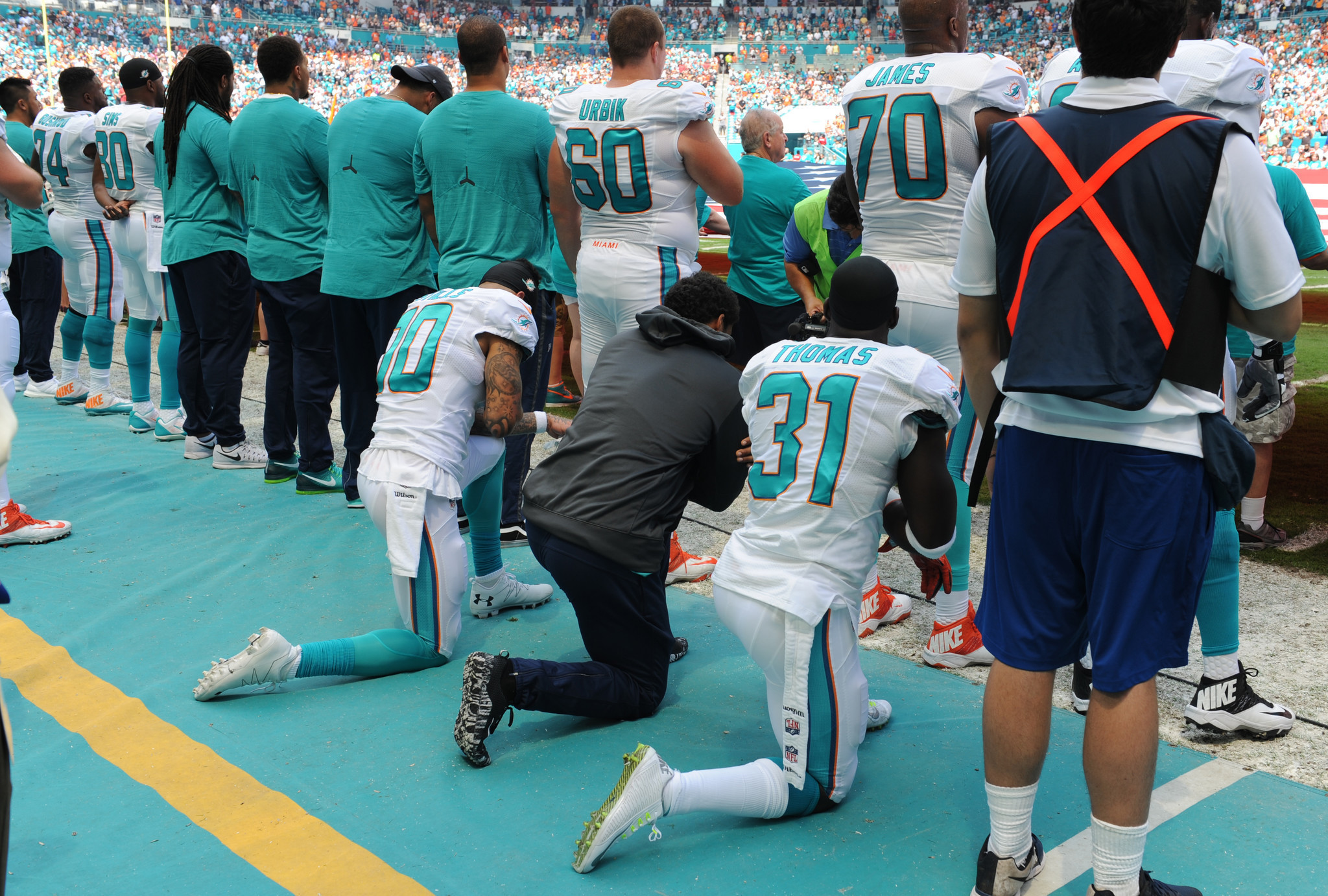 Sfl-dolphins-michael-thomas-reflects-on-kneeling-during-national-anthem-20170110