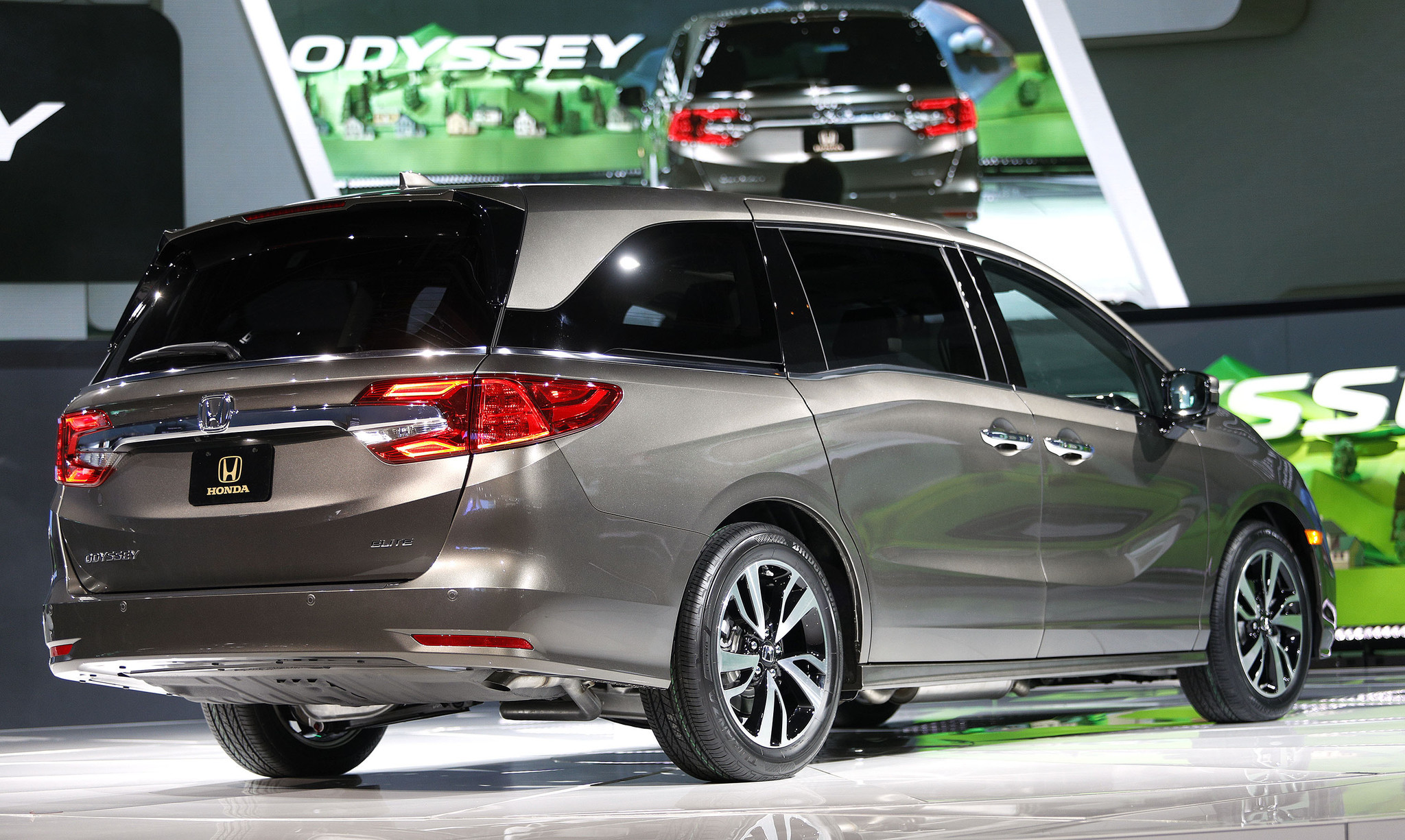 Honda launches 2018 Odyssey minivan with new seats transmission