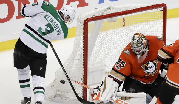 Gibson Records Third Shutout This Season In Ducks' 2-0 Win Over Stars