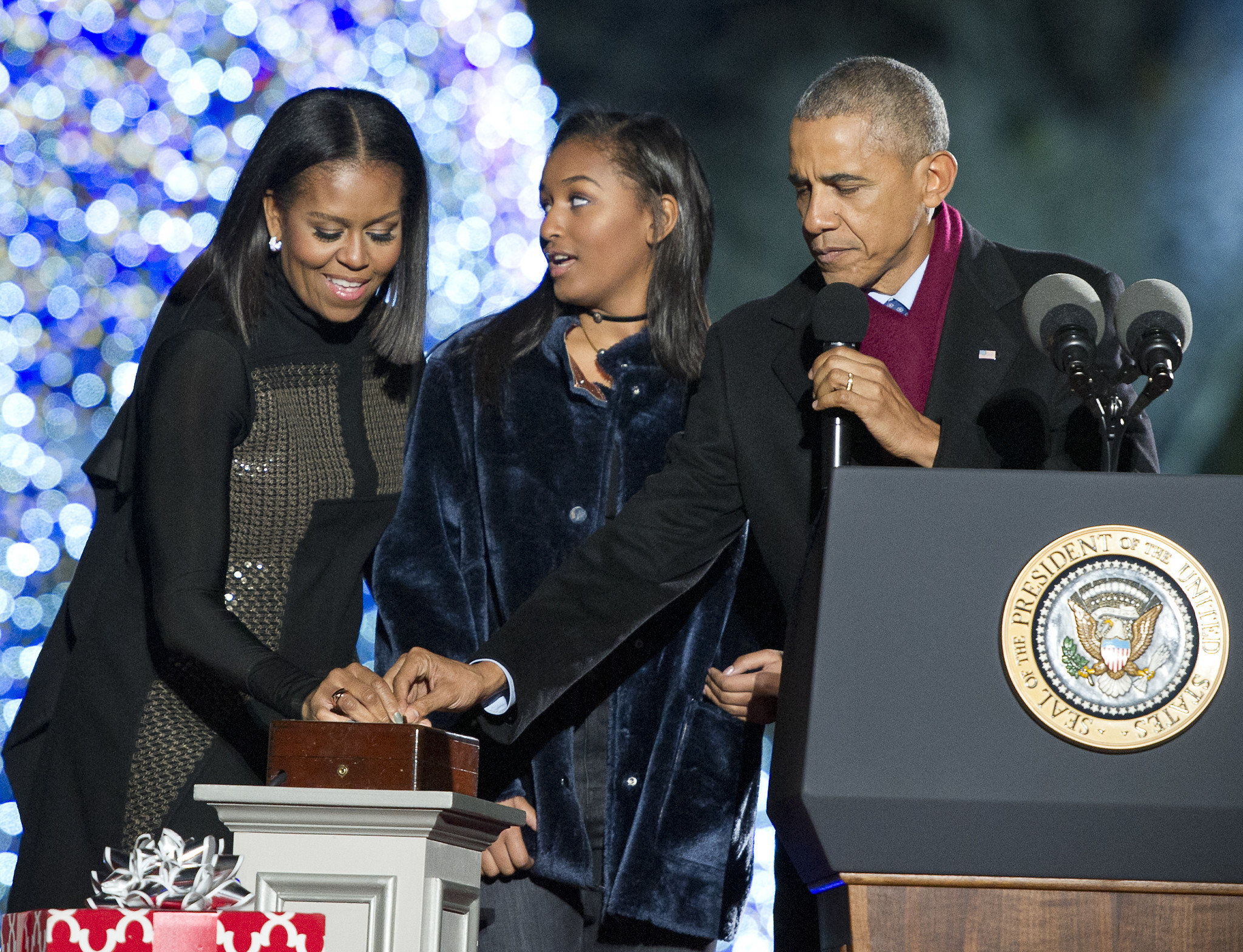 Why didn't Sasha Obama join her family in Chicago for farewell address?