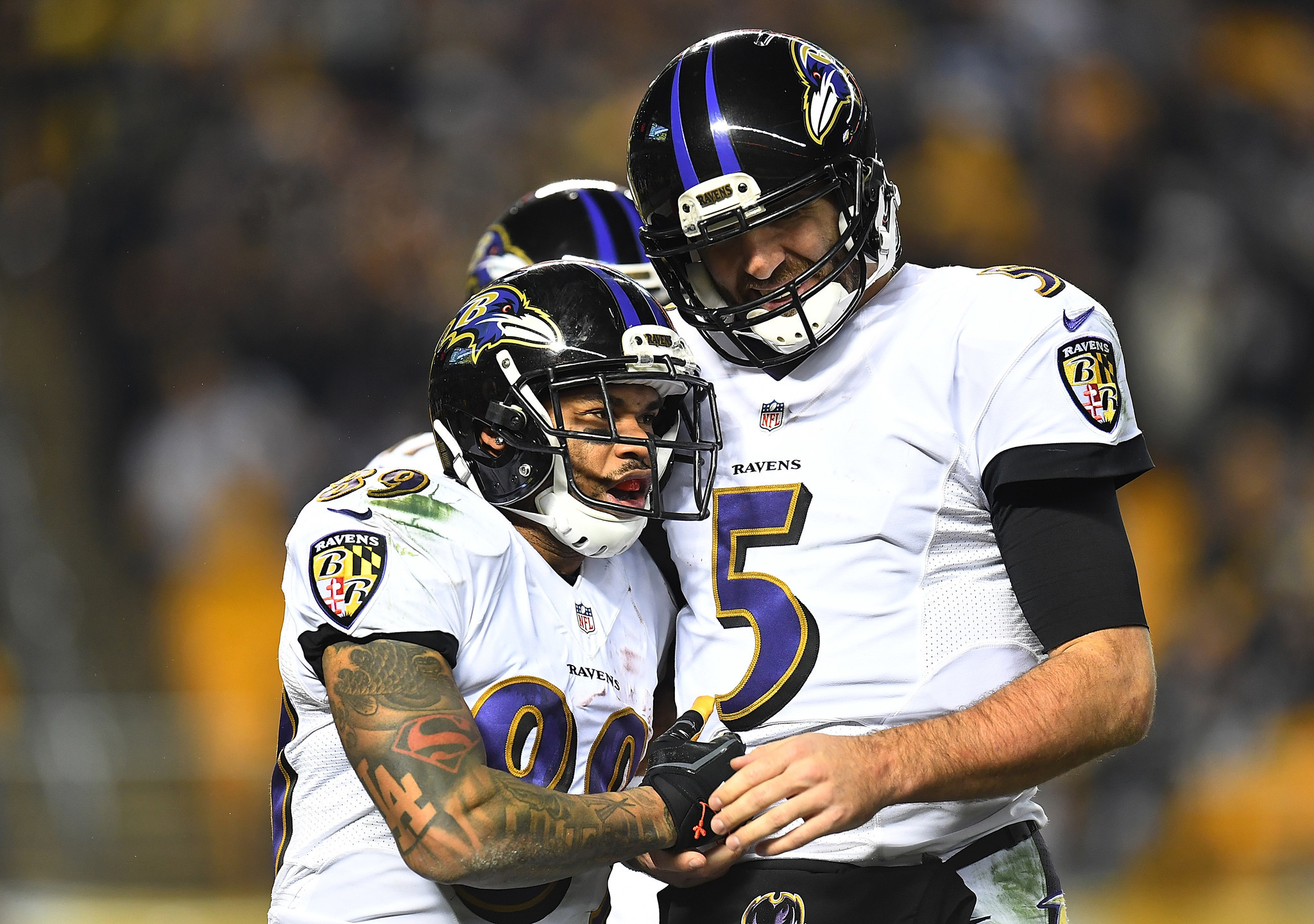 Bal-we-let-joe-down-steve-smith-sr-defends-flacco-says-ravens-qb-wasn-t-fully-healthy-20170111