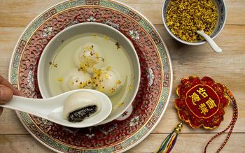 Ningbo glutinous rice balls with black sesame seed stuffing (ning bo tang yuan)
