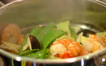 One-pot shrimp steamer