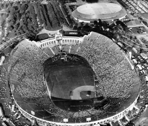 Aerial view of the Los Angeles Memorial Coliseum during the Democratic National Convention in 1960. (Los Angeles Times)