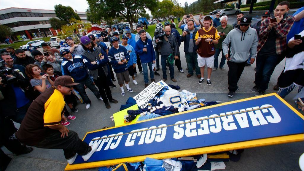 A Day Of Reckoning For Chargers Fans And San Diego La Times