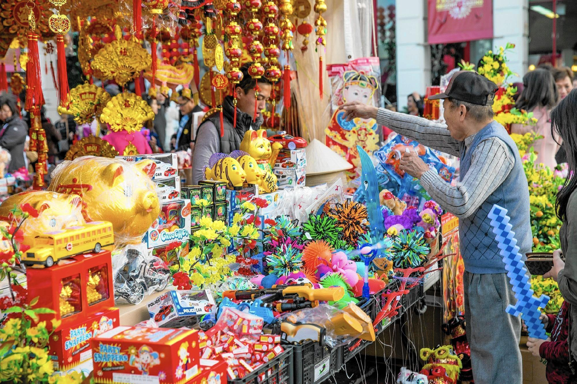 Flower Festival is abloom with Vietnamese culture