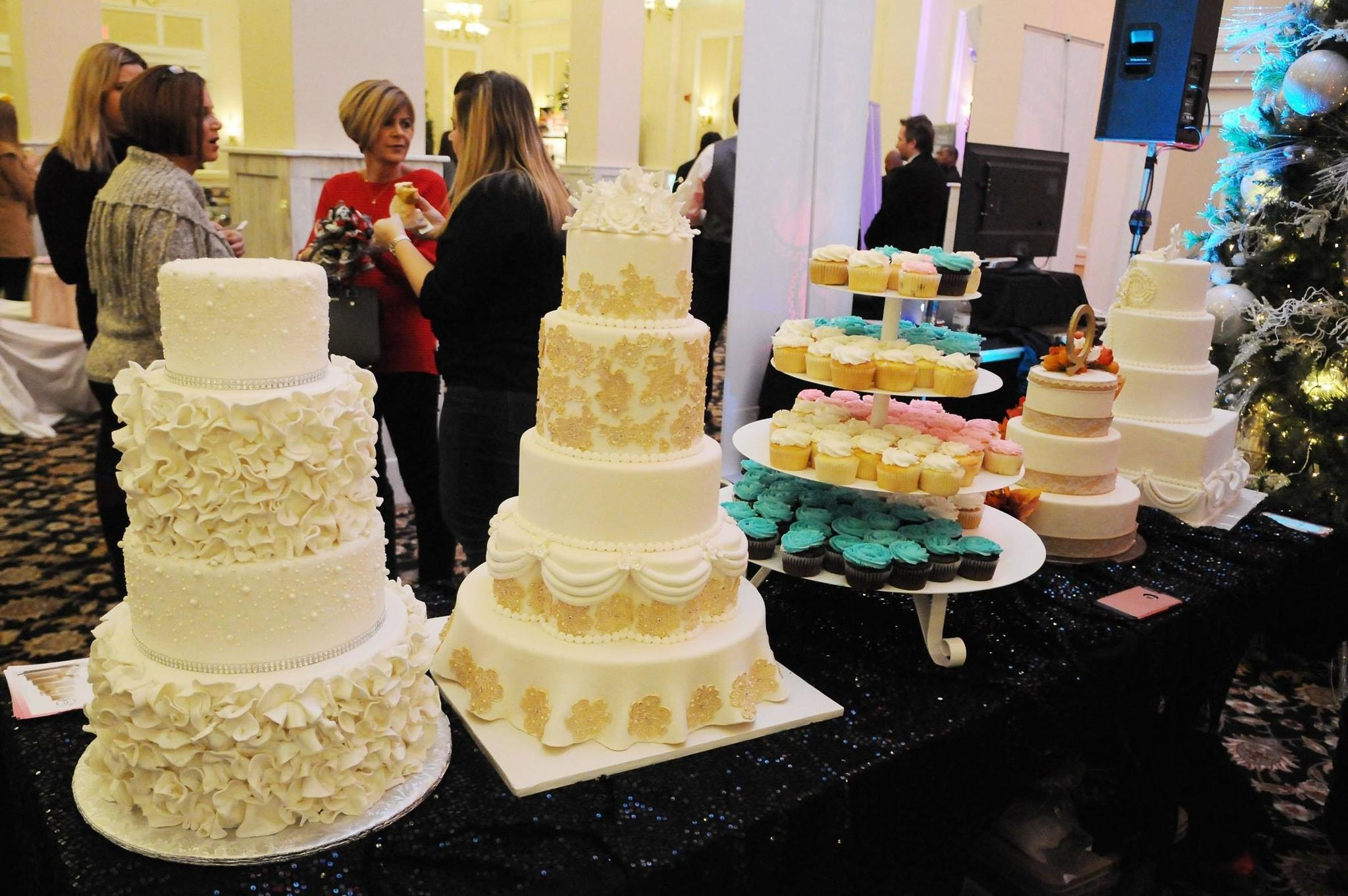 Fake wedding cakes, pre-ceremony \'reveal\' among latest bridal trends ...