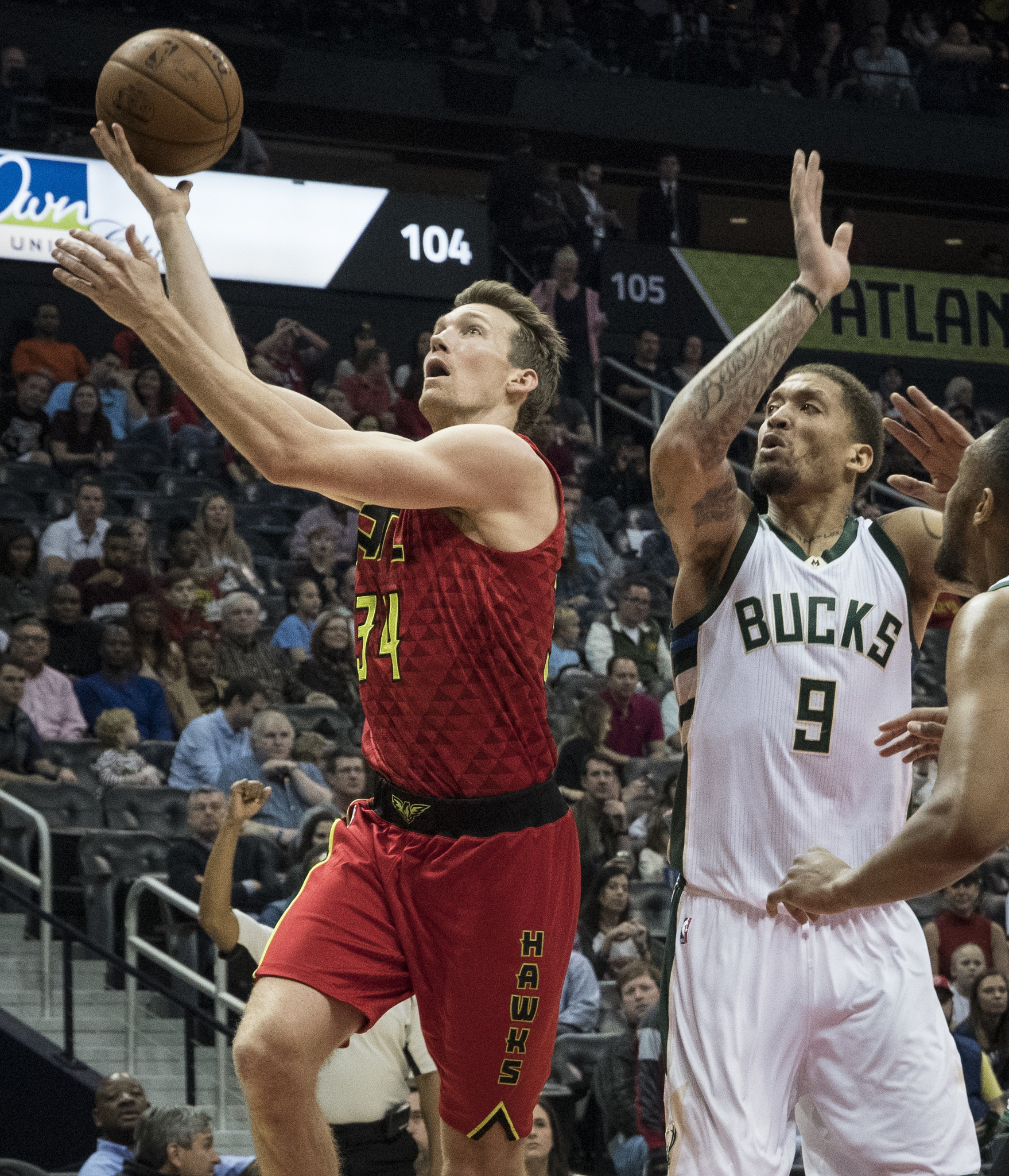 NBA roundup: Bazemore, Dunleavy lead Hawks past Bucks