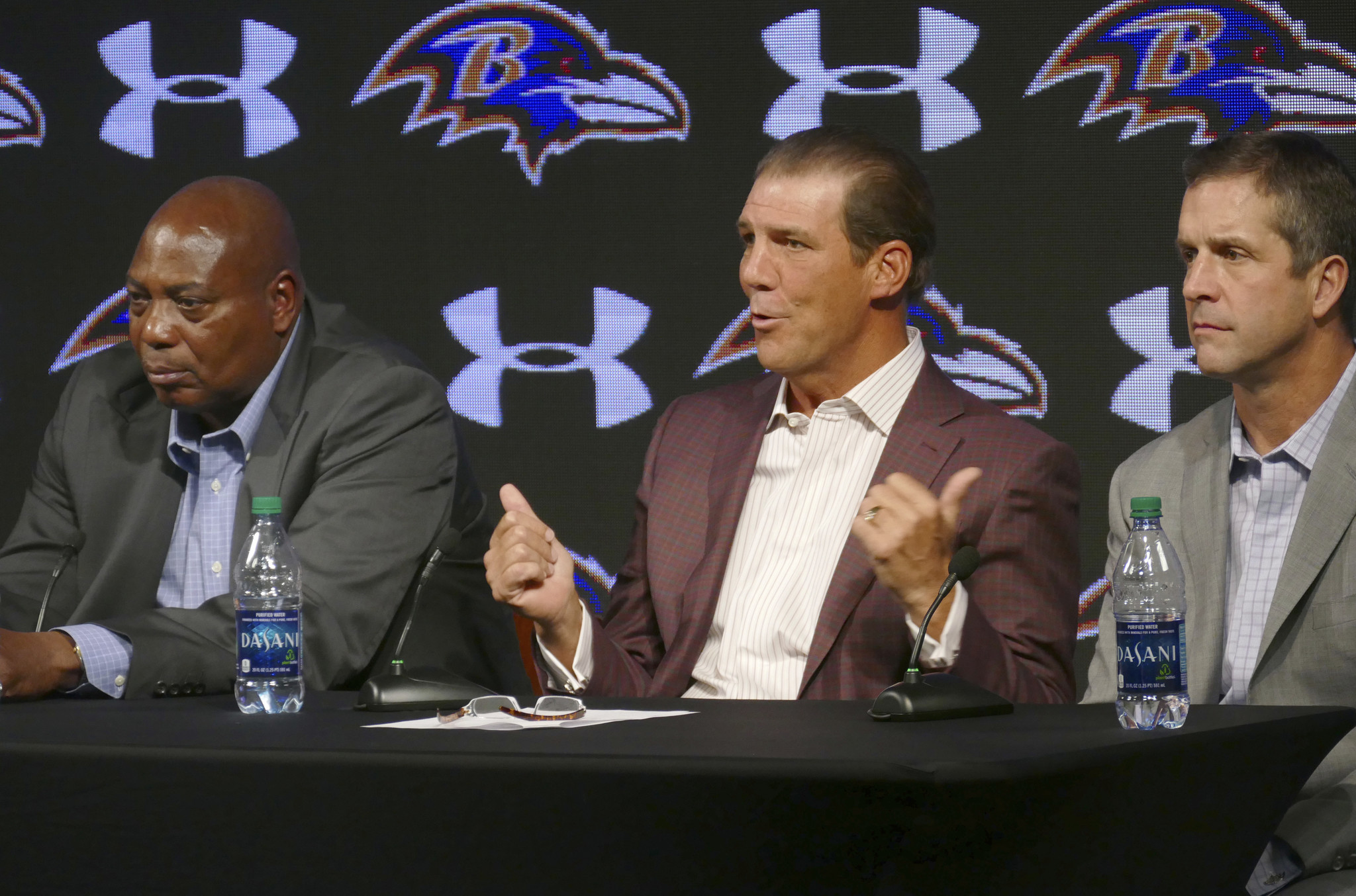 Bal-owner-steve-bisciotti-isn-t-buying-notion-that-ravens-have-to-go-younger-to-succeed-20170116
