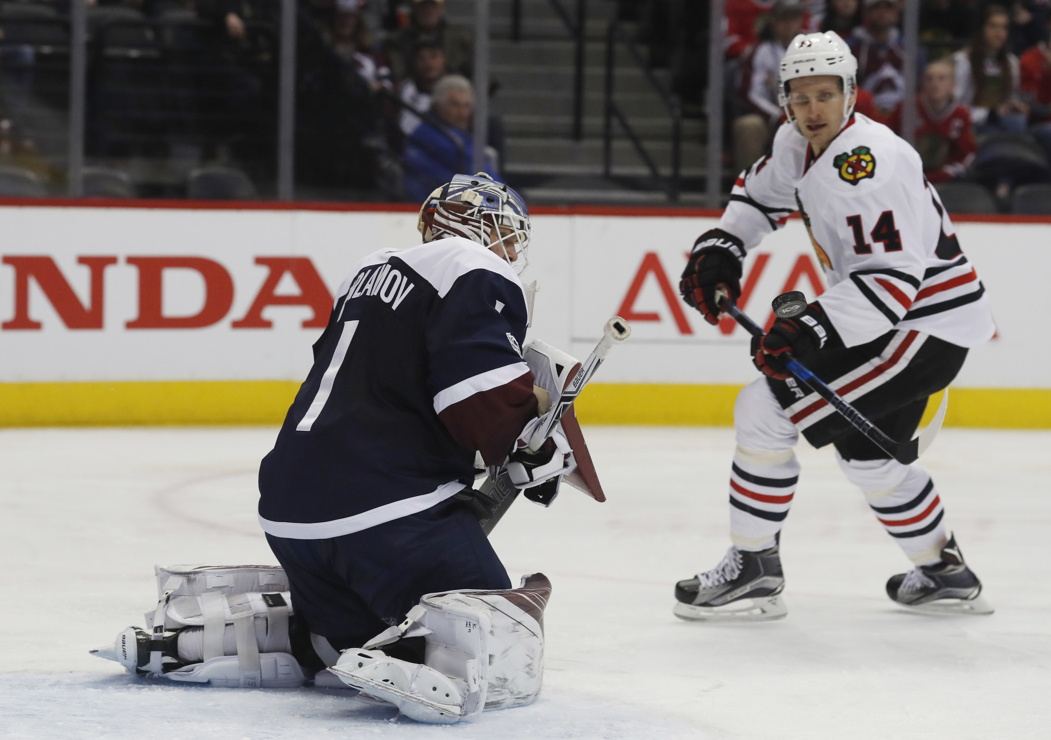 Ct-blackhawks-shake-up-lines-in-search-of-production-20170117