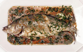 Steamed fish (Jing yue)
