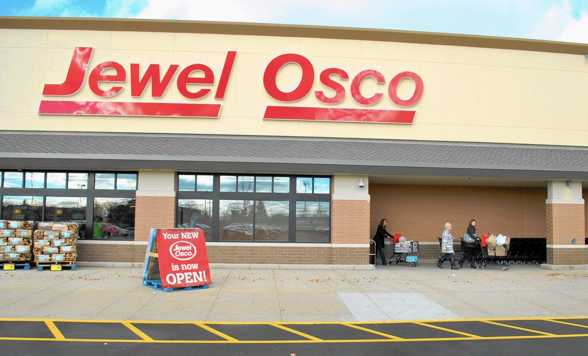 Jewel-Osco sued for alleged age discrimination - Chicago Tribune