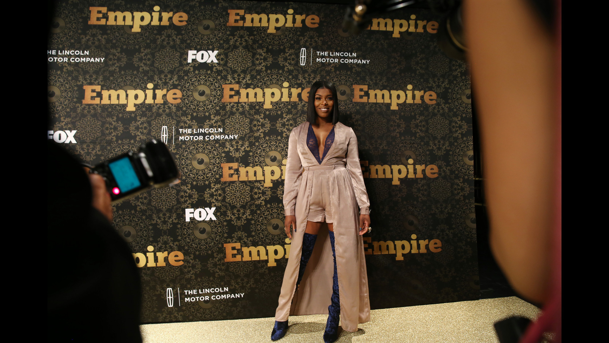 'Empire' star 'hears from' Chicago homicide victim on 'Long Island Medium' - Chicago Tribune