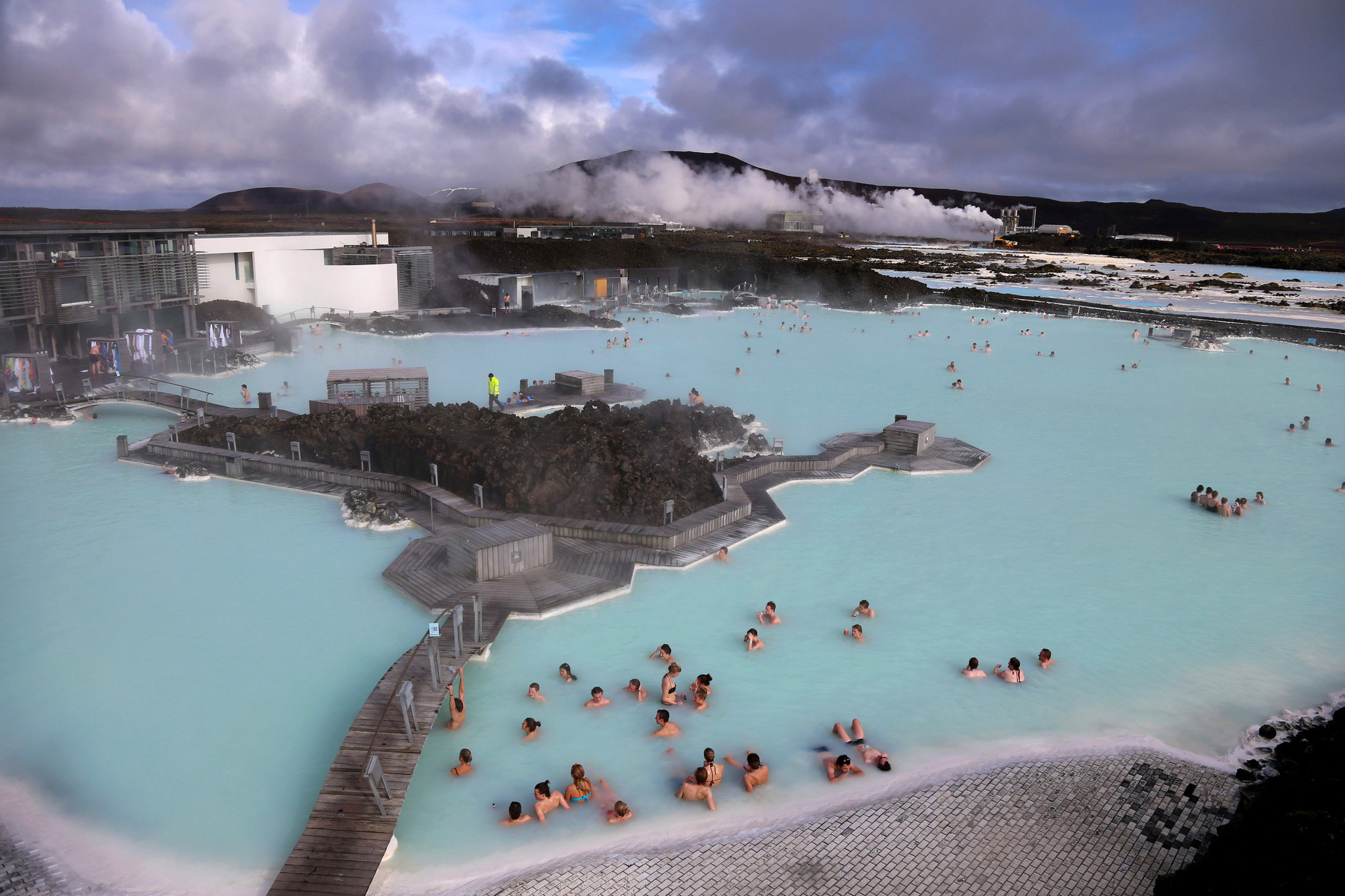 Très Blue Lagoon and more hot springs in Iceland - LA Times HM86