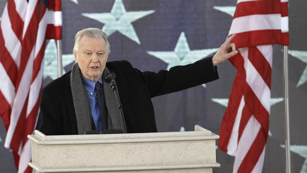 Actor Jon Voight speaks at a pre-inaugural event. (David J. Phillip / Associated Press)