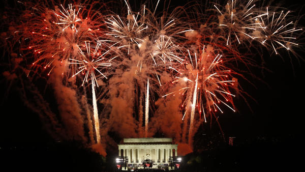 Fireworks explode over the Lincoln Memorial. (Carolyn Cole / Los Angeles Times)