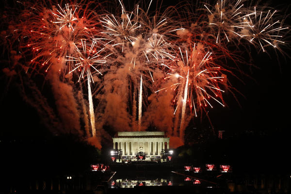 Photo Gallery: Fireworks explode over the Lincoln Memorial after a public concert and appearance by President-elect Donald Trump. (Carolyn Cole / Los Angeles Times)