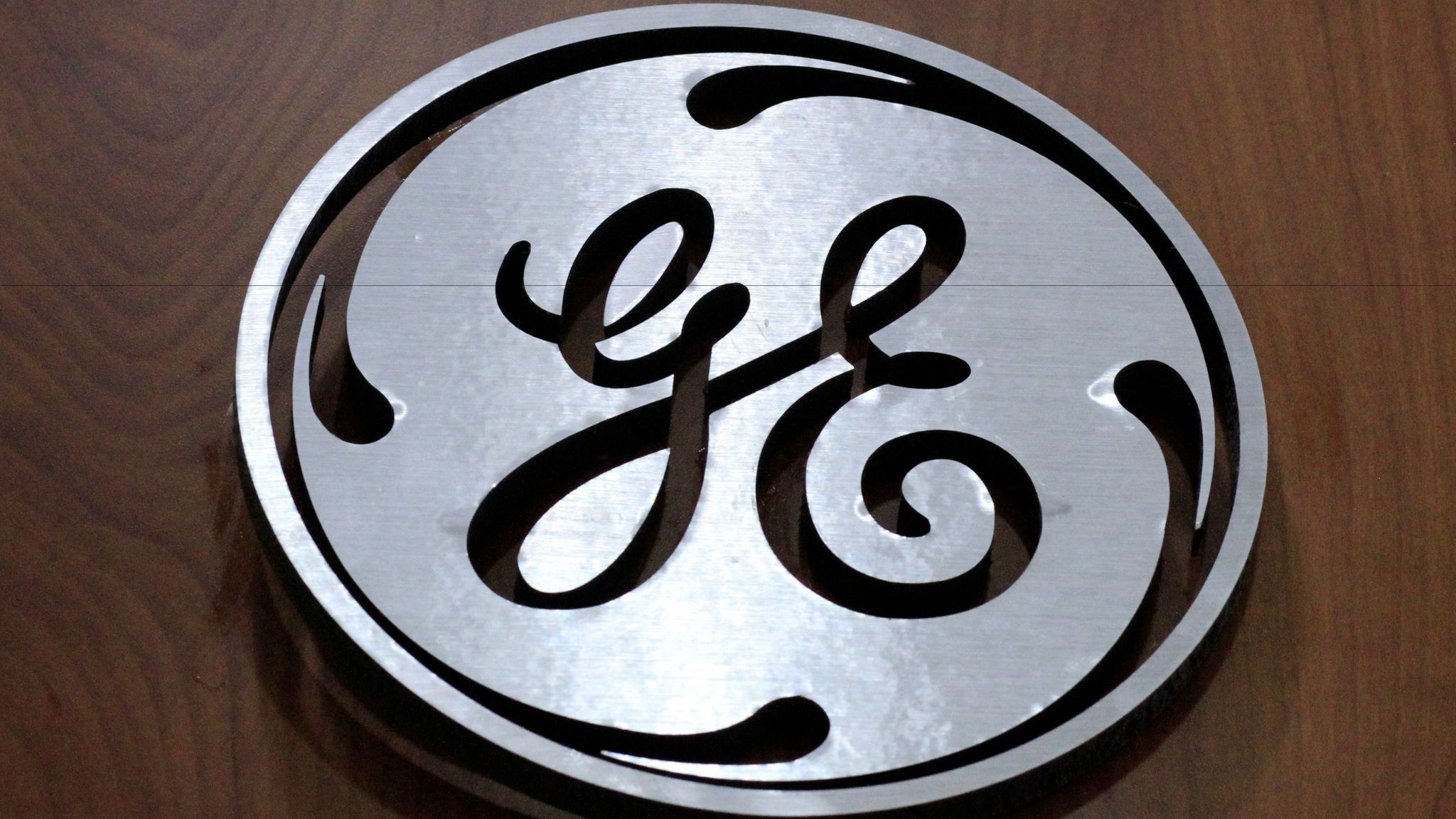 GE misses revenue estimates weighed down by slump in oil market