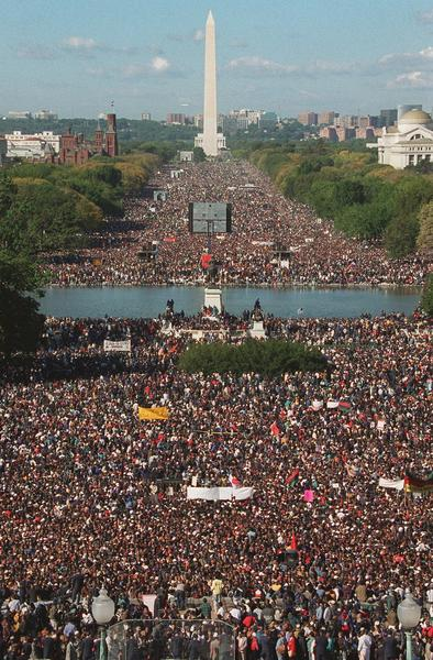 Participants in the Million Man March gather on Capitol Hill and the Mall in Washington on Oct. 16, 1995. (Mark Wilson / AP)
