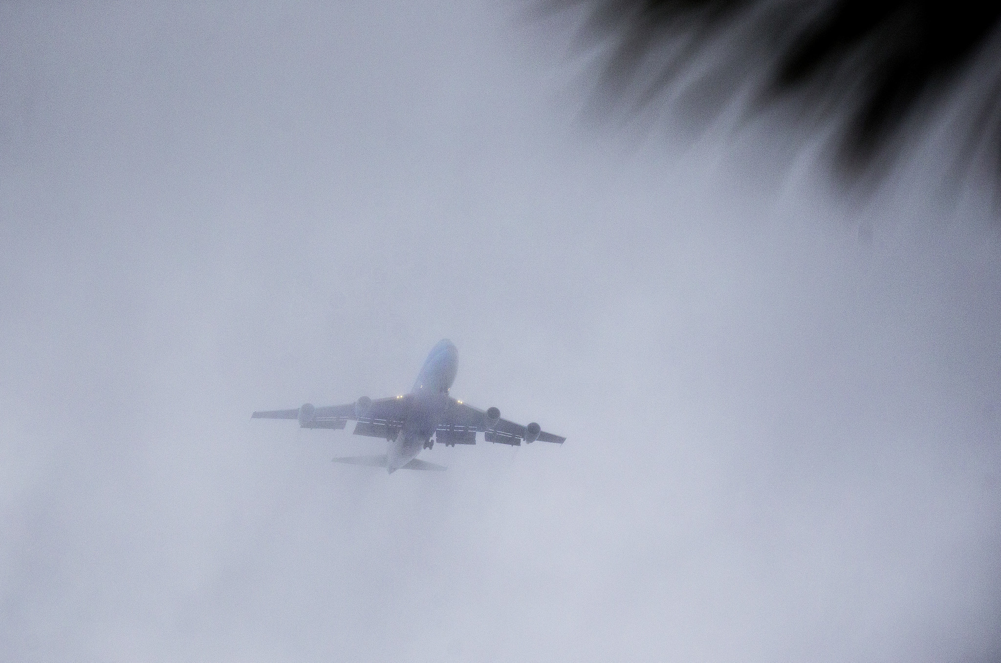 Rain diverts plane as Obama family heads for a post-presidential vacation in Palm Springs