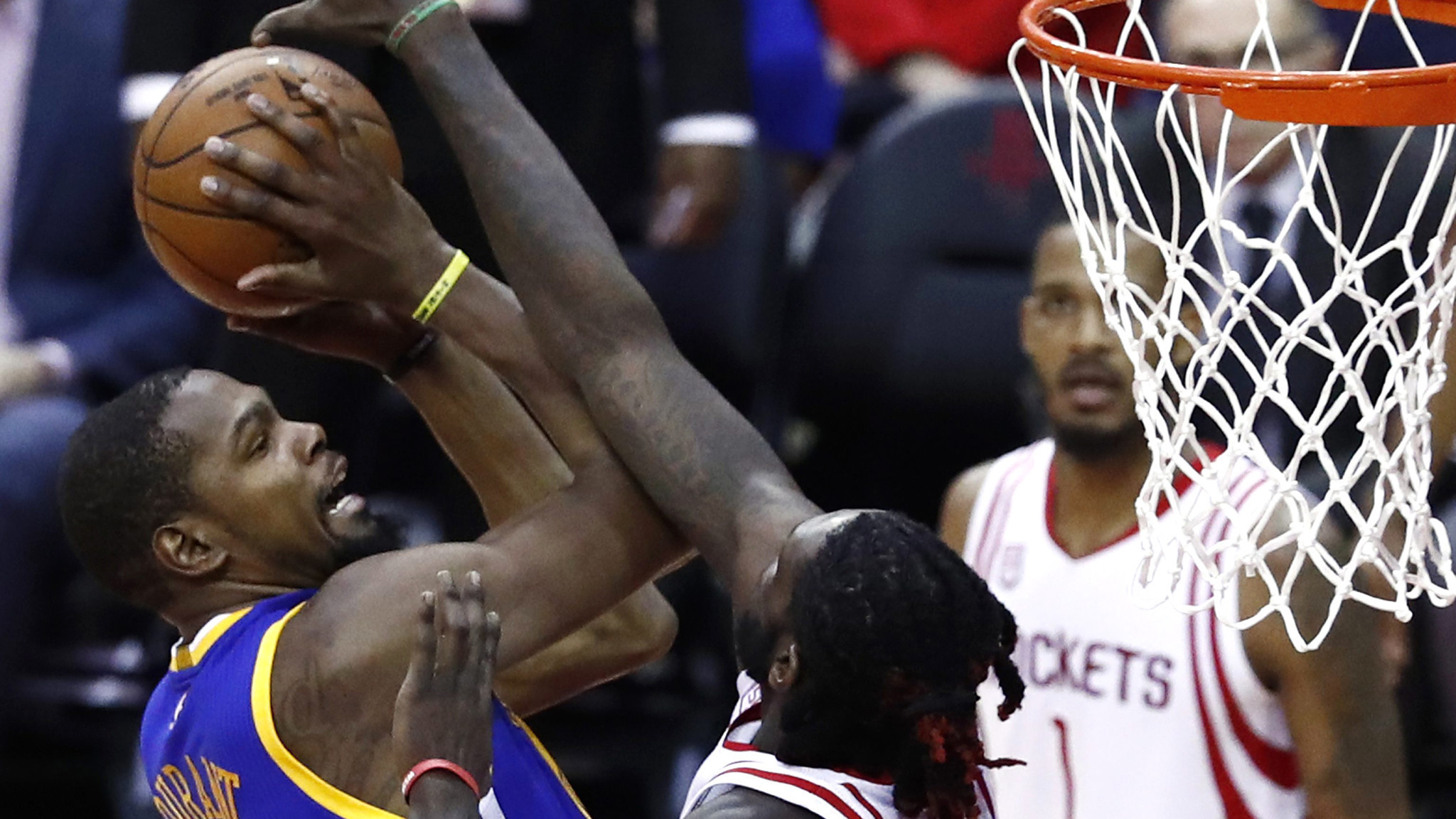 NBA roundup: Warriors win sixth in a row when Rockets fall short