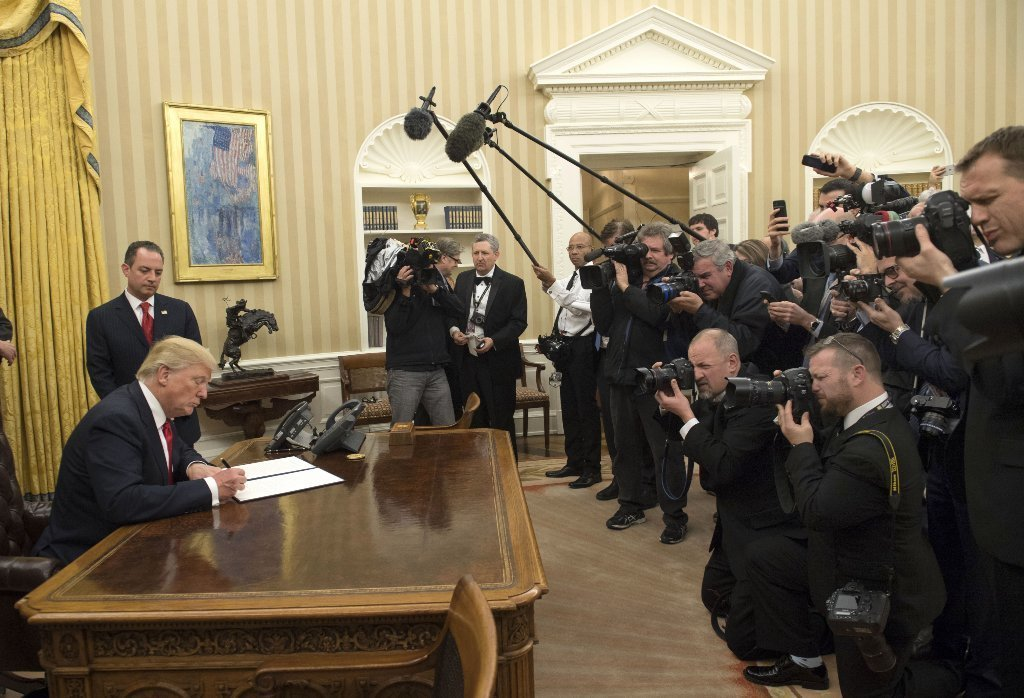 Here's what Trump's executive order really means for Obamacare