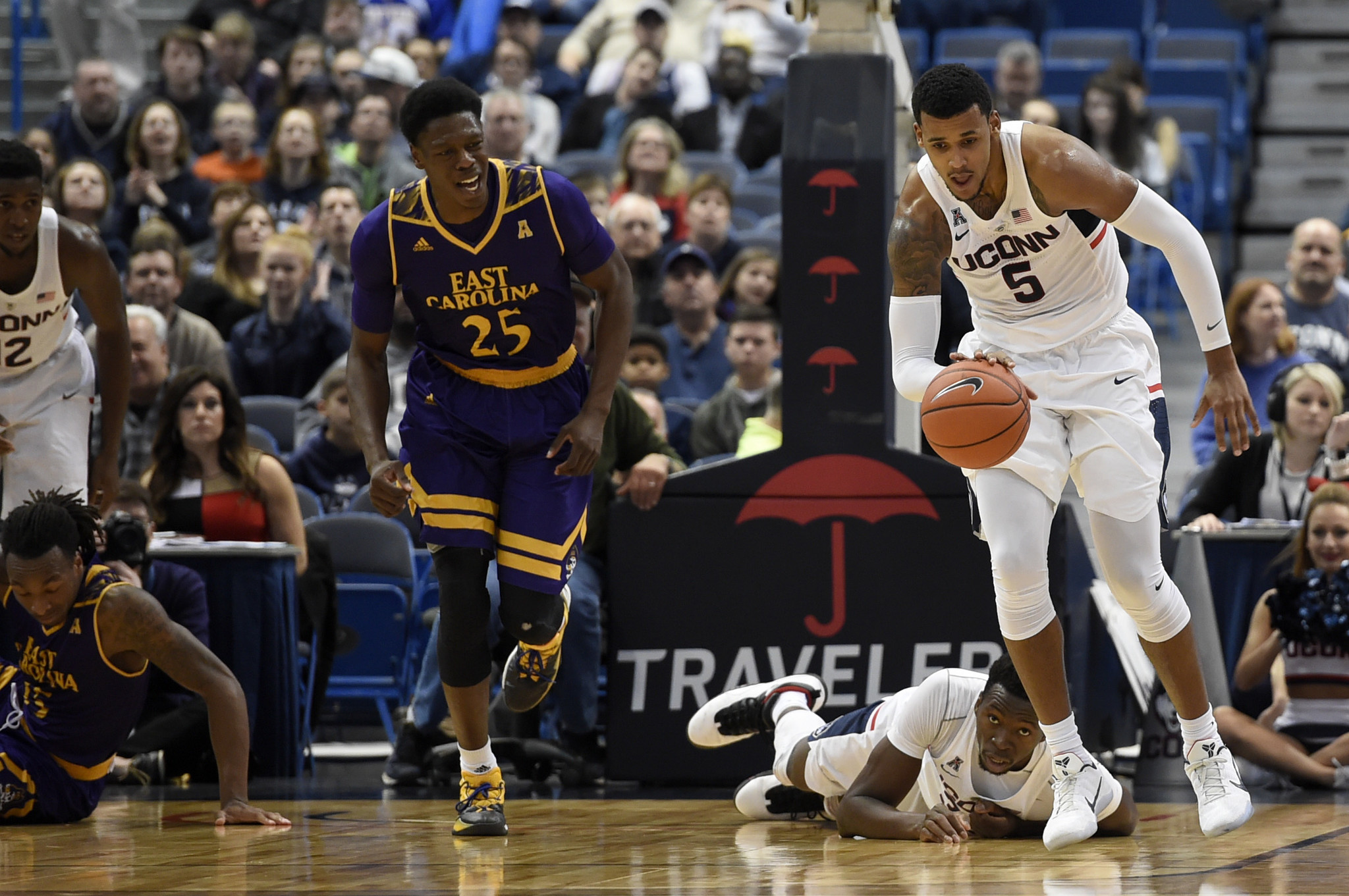 Hc-uconn-men-notebook-east-carolina-0123-20170122