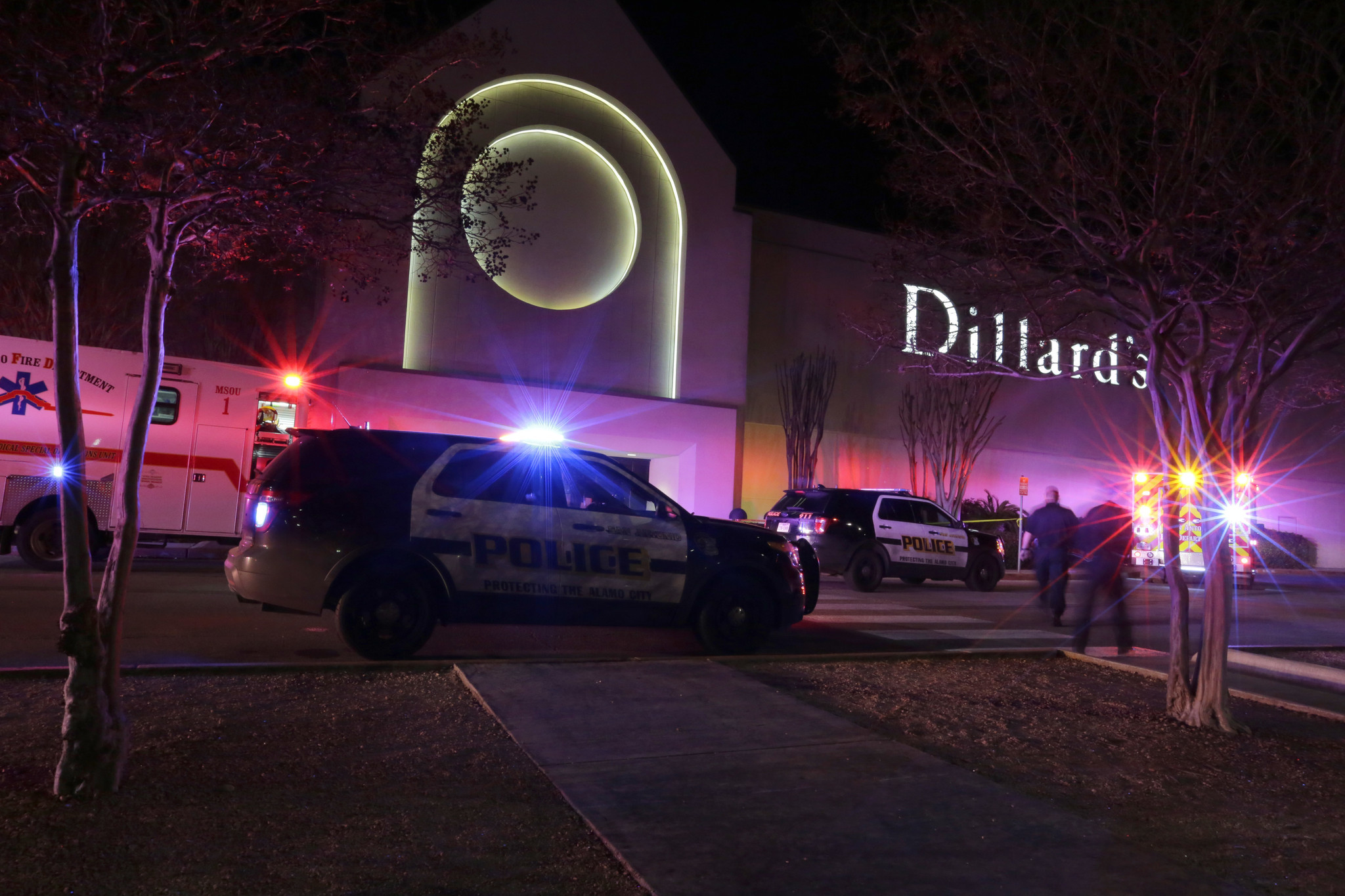 2 suspects in custody after deadly san antonio mall shooting chicago tribune