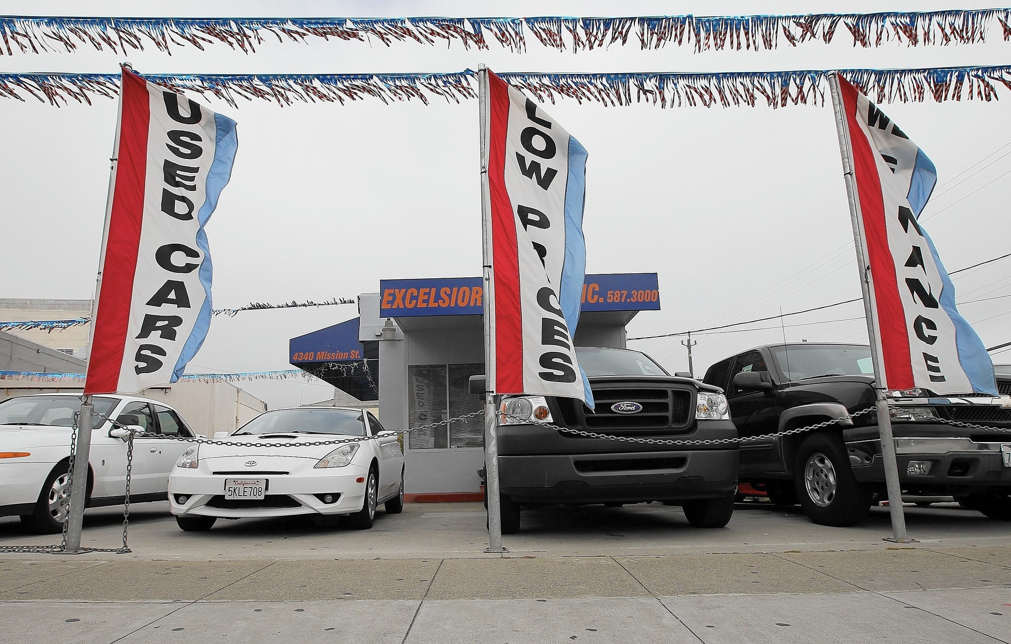 Used vehicle glut causing drop in prices - Chicago Tribune