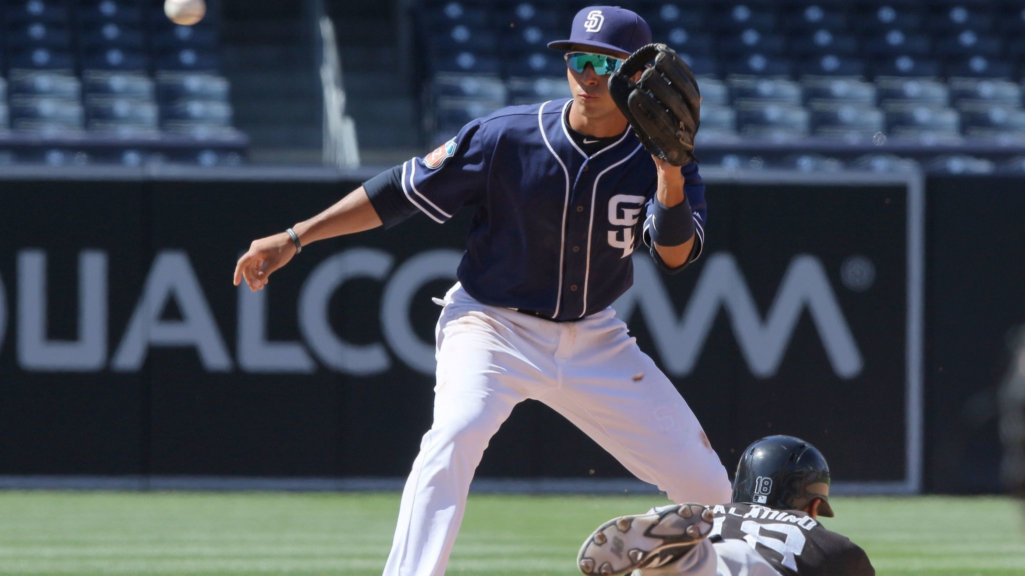 Sd-sp-padres-roster-review-javier-guerra-20170124