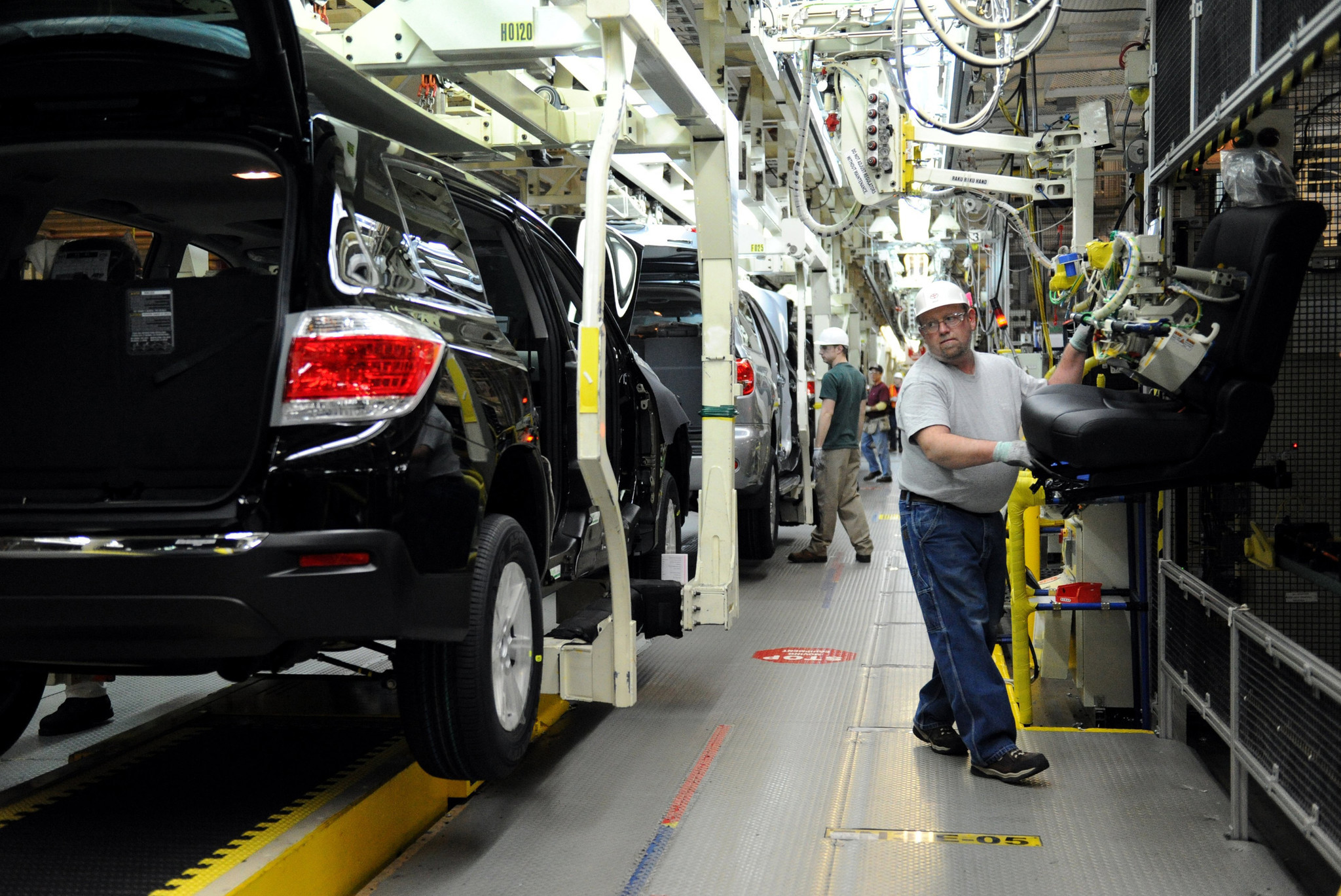 Toyota to add 400 jobs, sink $600M into Indiana SUV factory