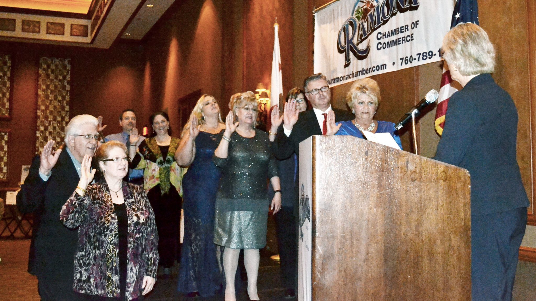 County Supervisor Dianne Jacob, right, swears in the 2017 Ramona Chamber of Commerce Board of Directors.