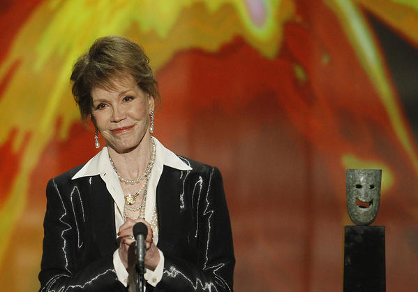 Mary Tyler Moore accepts her Screen Actors Guild Life Achievement Award during the 18th SAG Awards show at the Shrine Auditorium in Los Angeles in 2012. (Robert Gauthier / Los Angeles Times)