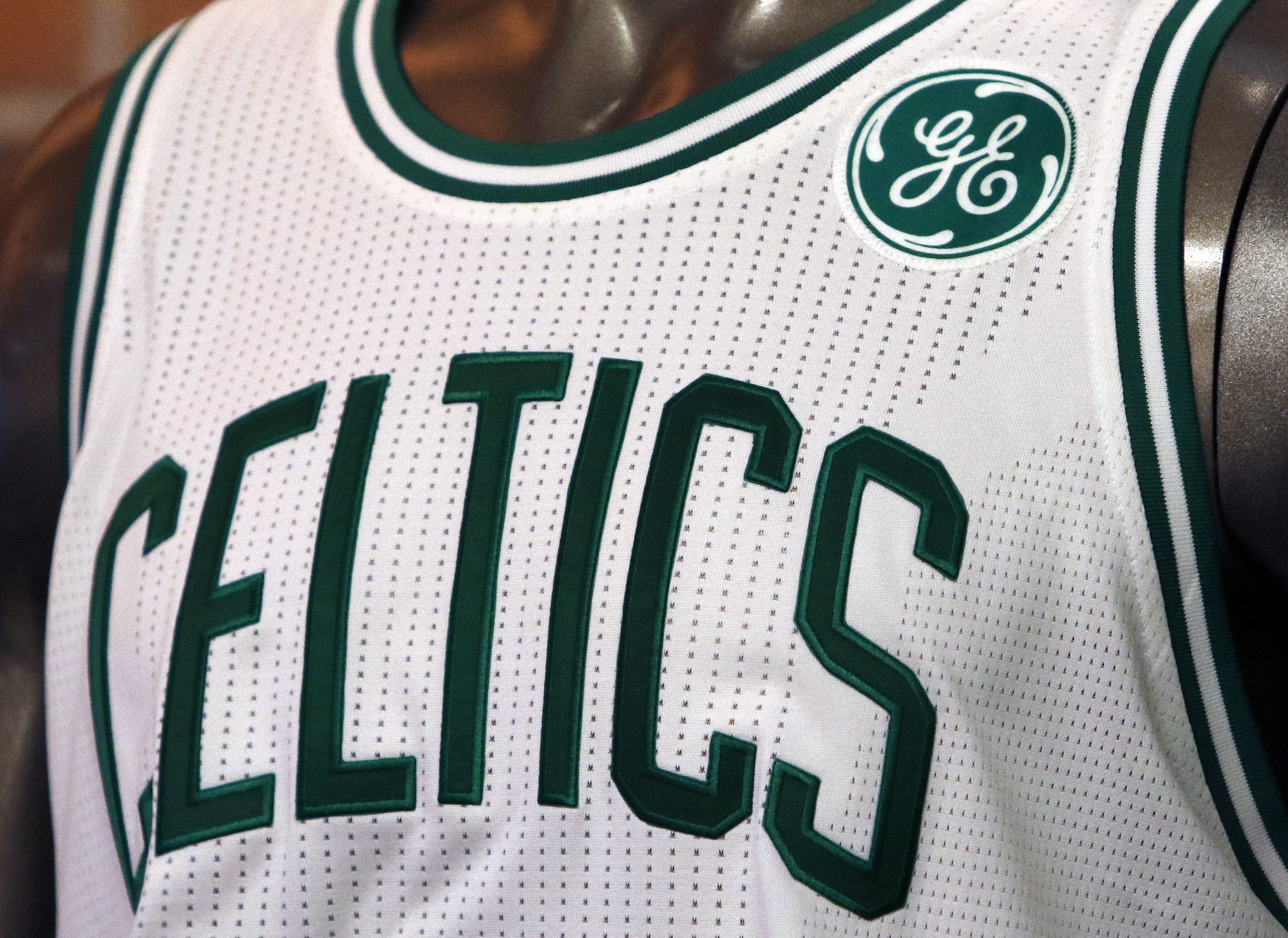 Celtics reach deal to put General Electric logo on uniform ...