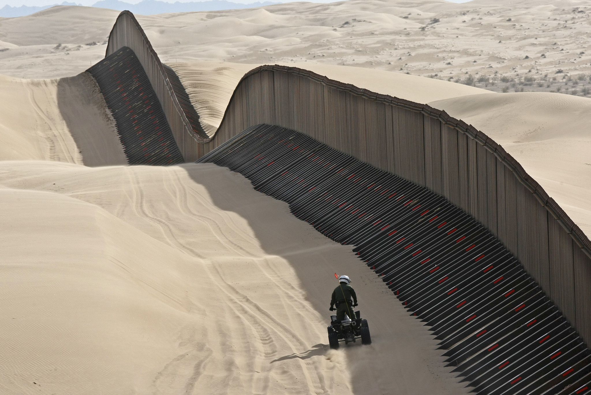 Mexican border patrol agent fucks biatch 10