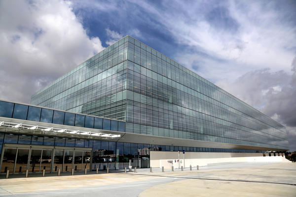 American express opens regional headquarters in sunrise for Oficinas de american express