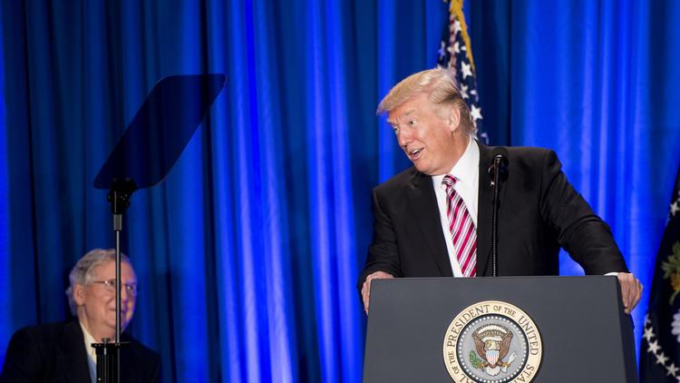 Top Senate Democrat announces legislation to reverse Trump's immigration executive order