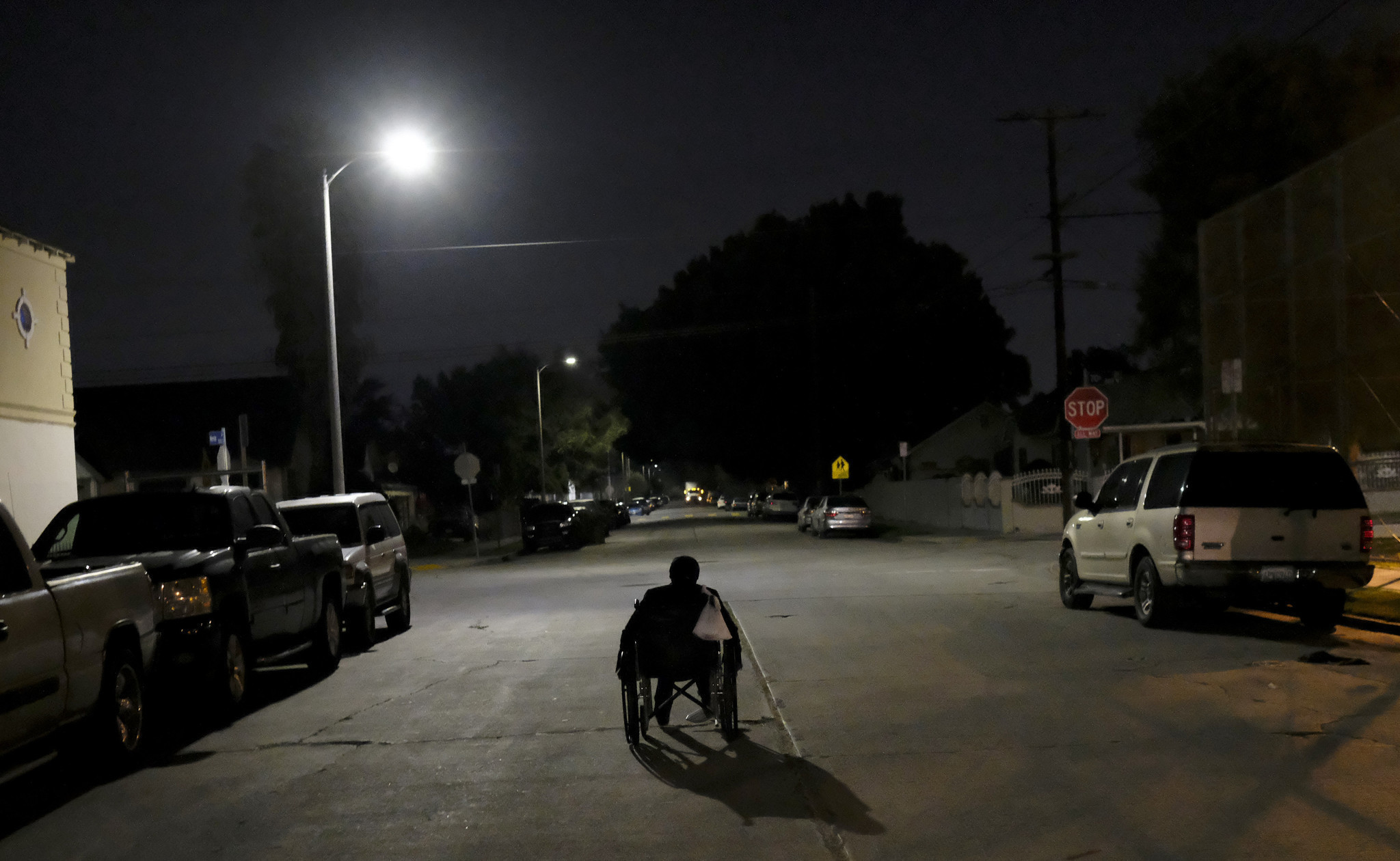 L a tallies its homeless population amid concern about for Los angeles homeless shelter