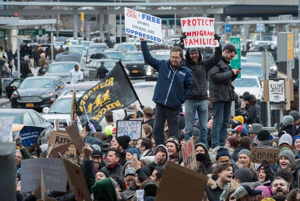 Protesters at New York's JFK airport. (Bryan R. Smith / AFP/Getty Images)