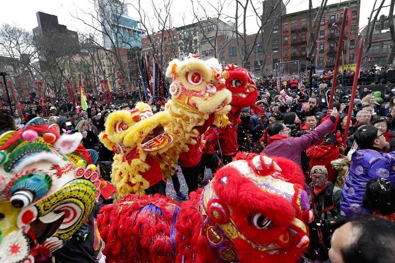 Nueva york celebra el inicio del a o nuevo chino con for Noticias del espectaculo internacional hoy